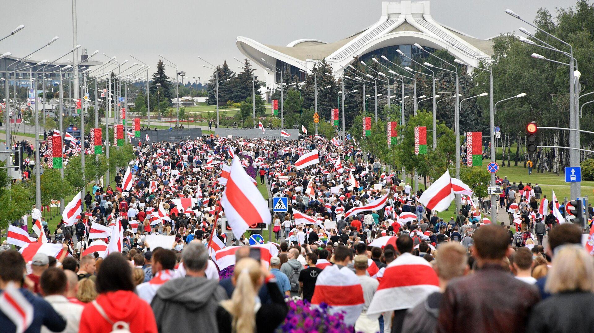 Участники несанкционированной акции оппозиции Марш единства в Минске - РИА Новости, 1920, 15.09.2020