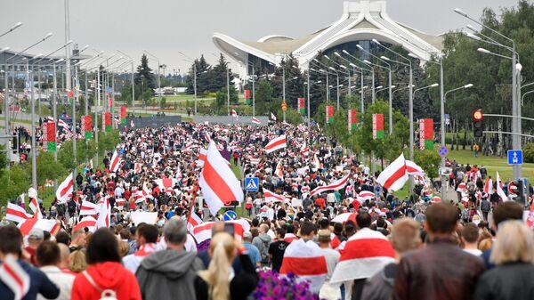Участники несанкционированной акции оппозиции Марш единства в Минске