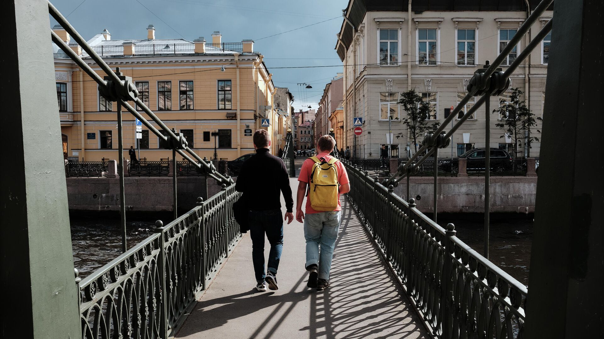Прохожие на Почтамтском мосту в Санкт-Петербурге - РИА Новости, 1920, 02.12.2020