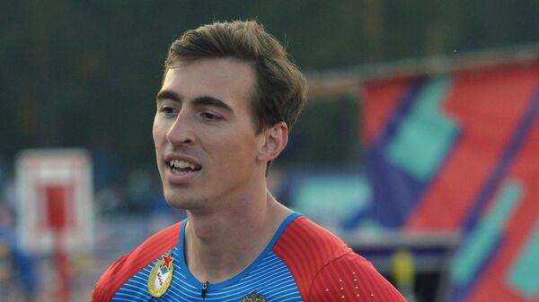 Сергей Шубенков после забега на 110 метров с барьерами среди мужчин на чемпионате России по легкой атлетике в Челябинске.