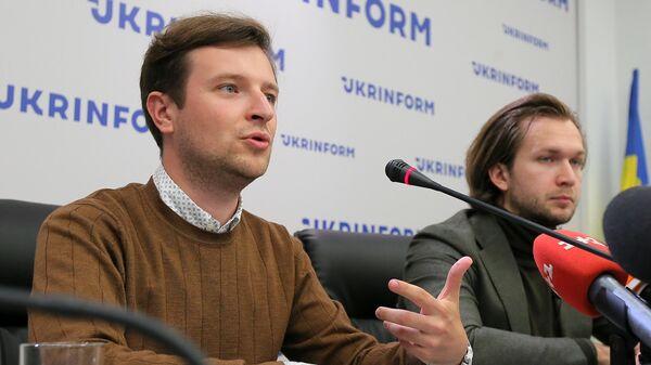 Пресс-конференция членов координационного совета белорусской оппозиции Антона Родненкова и Ивана Кравцова в Киеве