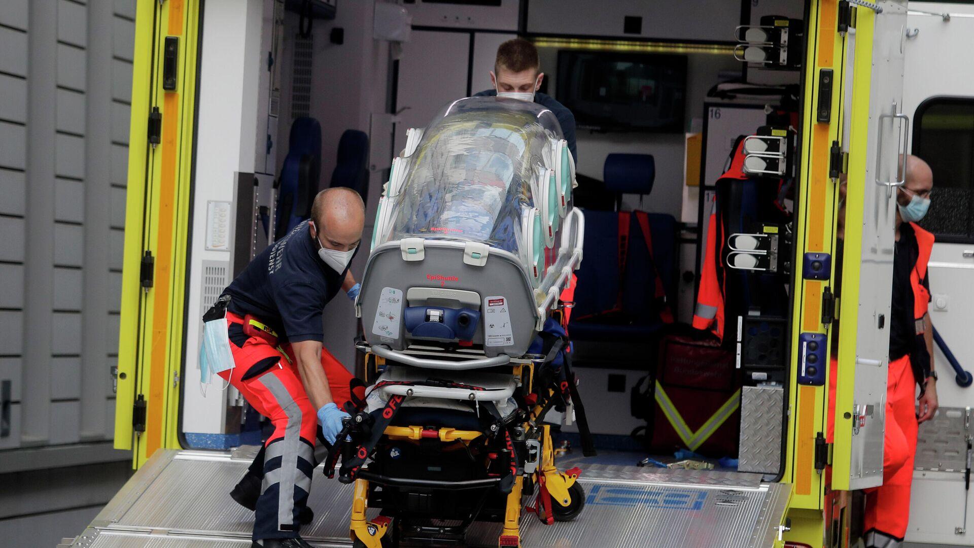 Экипаж скорой помощи, на котором предположительно был доставлен в клинику Шарите в Берлине Алексей Навальный - РИА Новости, 1920, 16.09.2020