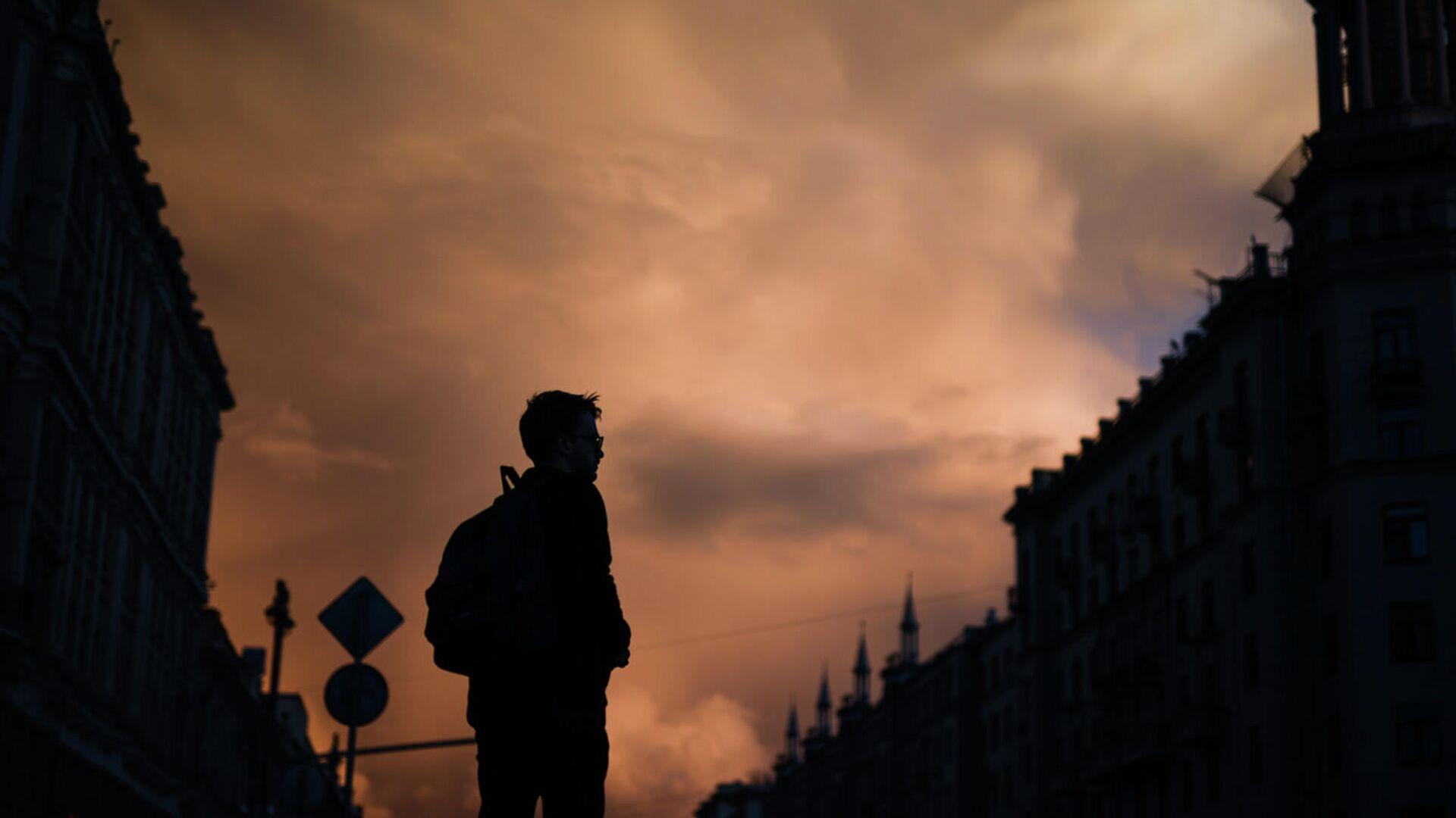 Молодой человек на Тверской улице в Москве - РИА Новости, 1920, 12.09.2020
