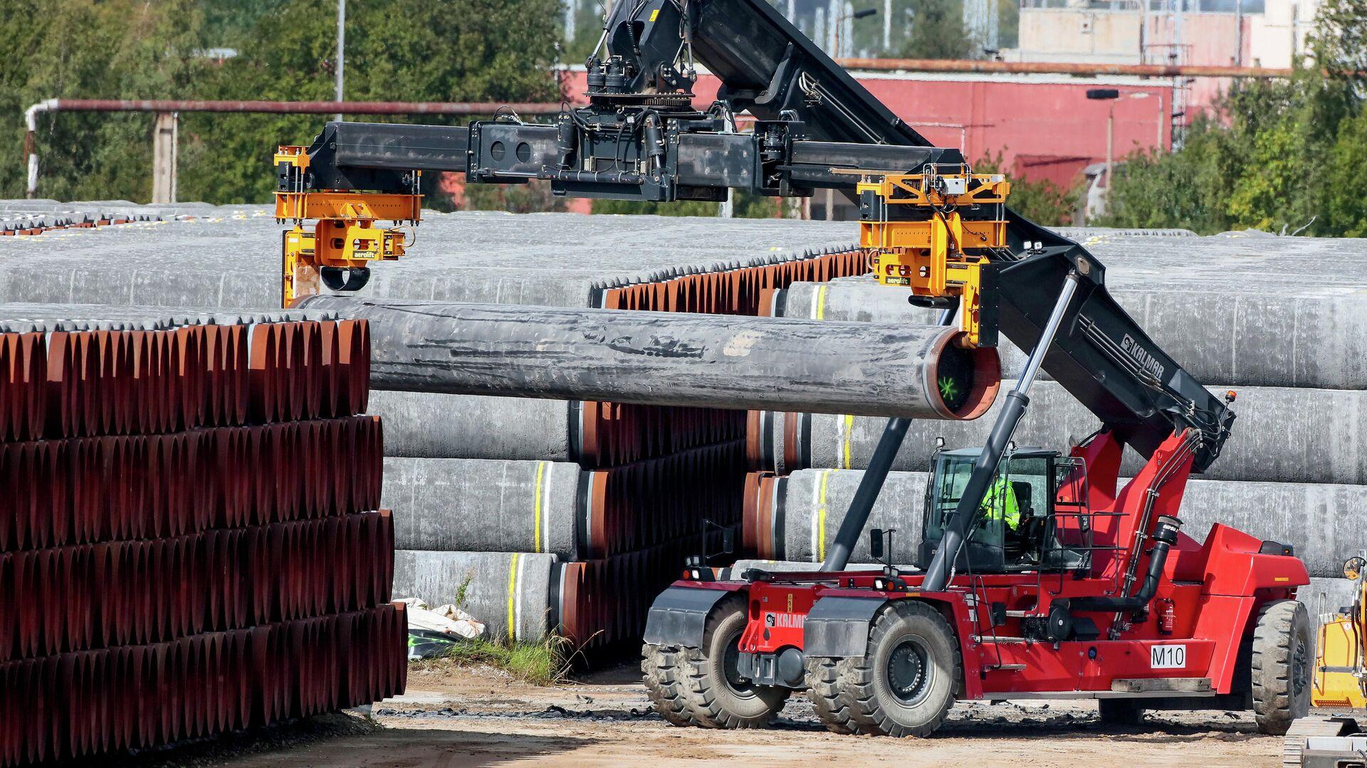 Трубы для газопровода Северный поток -2 в порту Мукран в Германии - РИА Новости, 1920, 15.09.2020