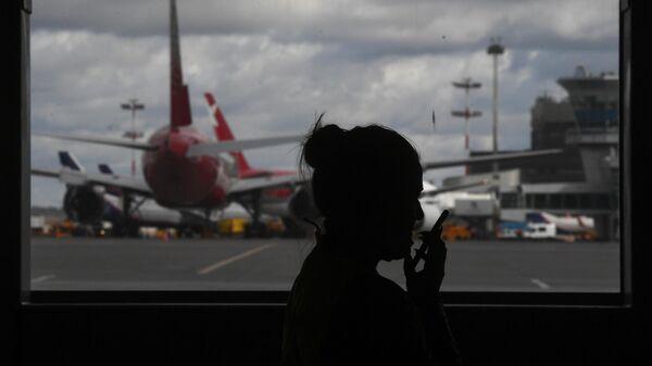 Девушка в Международном аэропорту Шереметьево