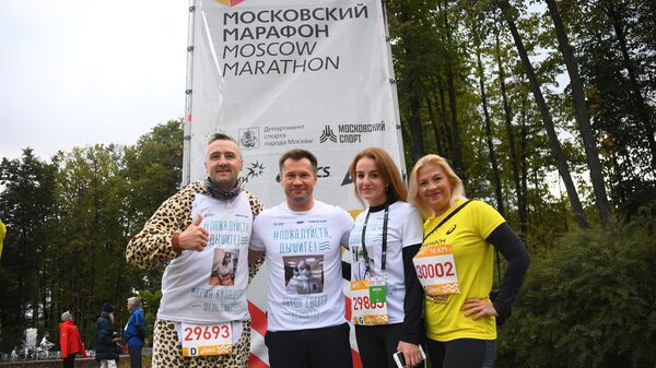 Четырехкратный Олимпийский чемпион, гимнаст Алексей Немов поддержал акцию Пожалуйста, дышите! на Московском Марафоне