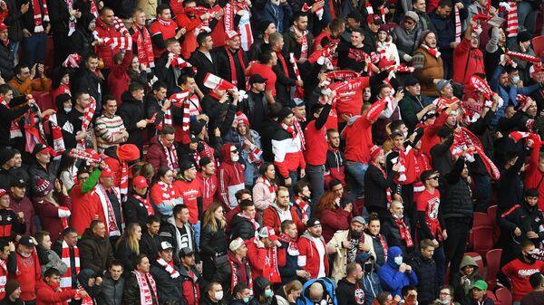 Болельщики ФК Спартак во время матча 8-го тура чемпионата России по футболу