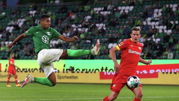 Игровой момент матча Вольфсбург - Байер