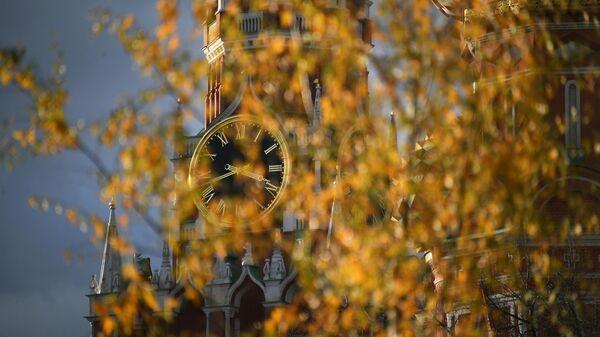Спасская башня Московского Кремля и Храм Василия Блаженного в Москве