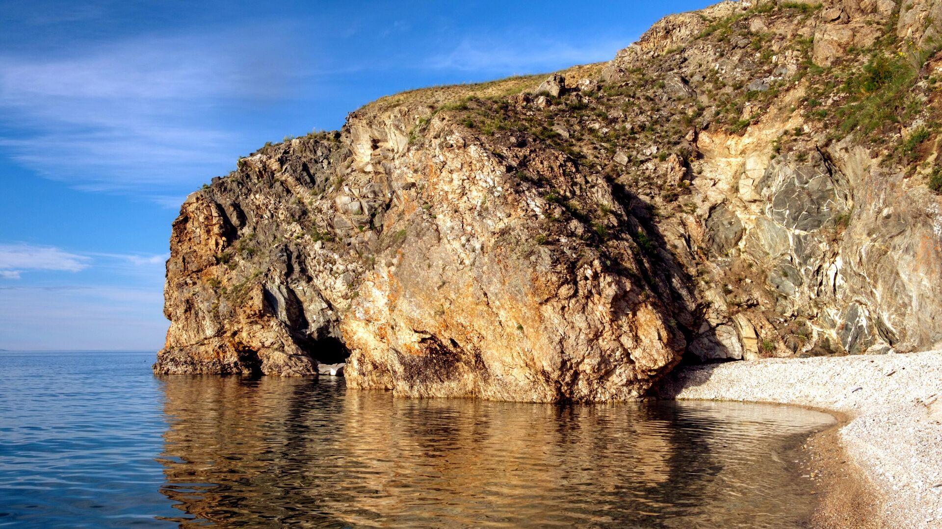 Крутые уступы острова Ольхон говорят о том, что  Байкал располагается в глубинном разломе - РИА Новости, 1920, 23.09.2020