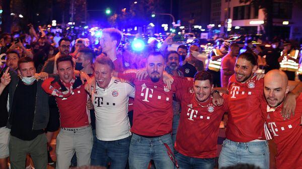 Болельщики мюнхенского футбольного клуба Бавария