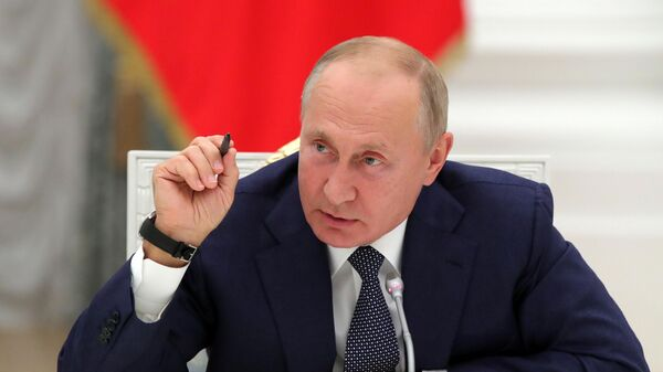 Президент РФ Владимир Путин во время встречи с работниками атомной отрасли по случаю 75-летия атомной промышленности