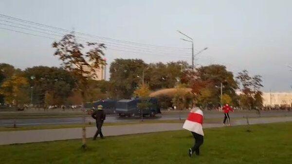 В Минске митингующих разгоняют водометами