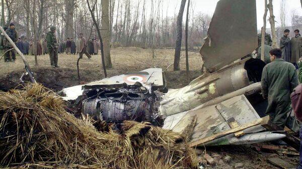 Обломки, потерпевшего крушение истребителя МиГ-21 в Индии