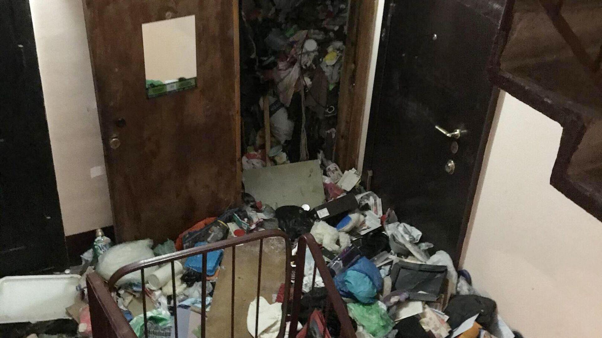 Квартира в Петербурге, заполненная мусором - РИА Новости, 1920, 18.09.2020