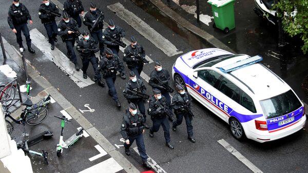Спецслужбы на месте нападения у бывшего офиса французского сатирического журнала Charlie Hebdo в Париже