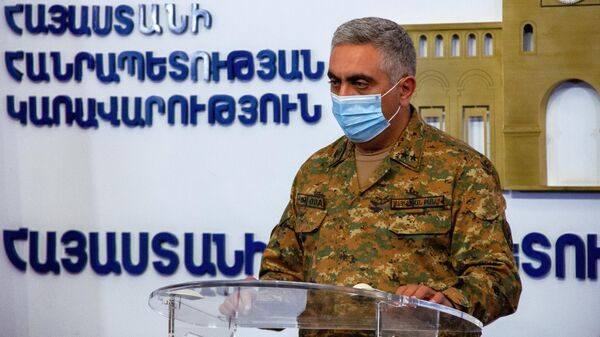 Официальный представитель Министерства обороны Армении Арцрун Ованнисян на брифинге в Едином информационном центре