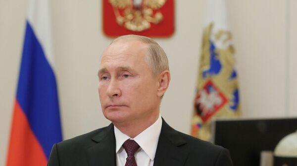 Президент РФ Владимир Путин поздравляет работников и ветеранов атомной промышленности с профессиональным праздником - Днем работника атомной промышленности