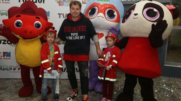 Участники Растотошного праздника в детском городе профессий Кидбург Белая дача