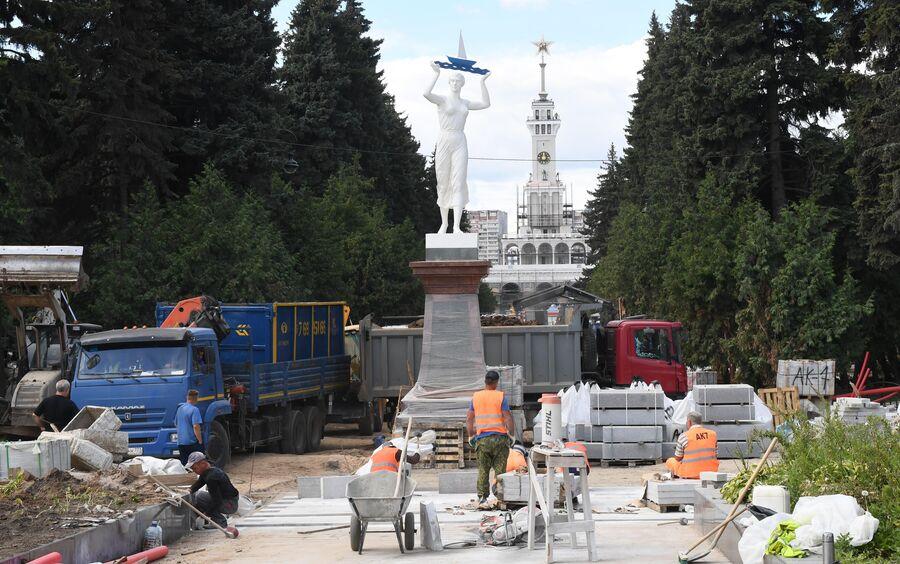 В Москве отреставрировали звезду со шпиля Северного речного вокзала
