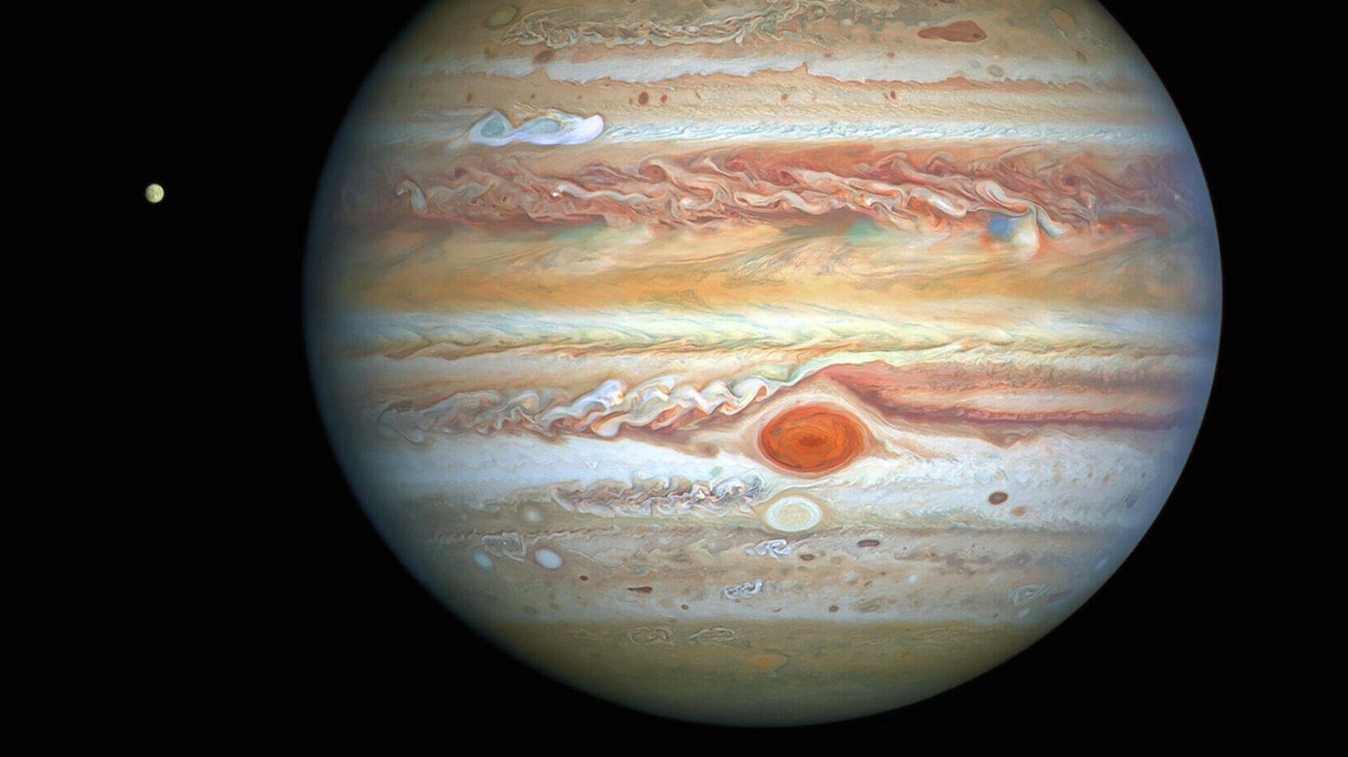 """Россияне смогут увидеть """"великое соединение"""" Юпитера и Сатурна"""