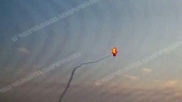 В Нагорном Карабахе уничтожен вертолет. Кадры Минобороны Армении