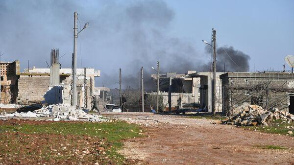 Разрушенные дома в освобожденном от боевиков населенном пункте ад-Дейр аш-Шаркий в Сирии на юго-востоке провинции Идлиб