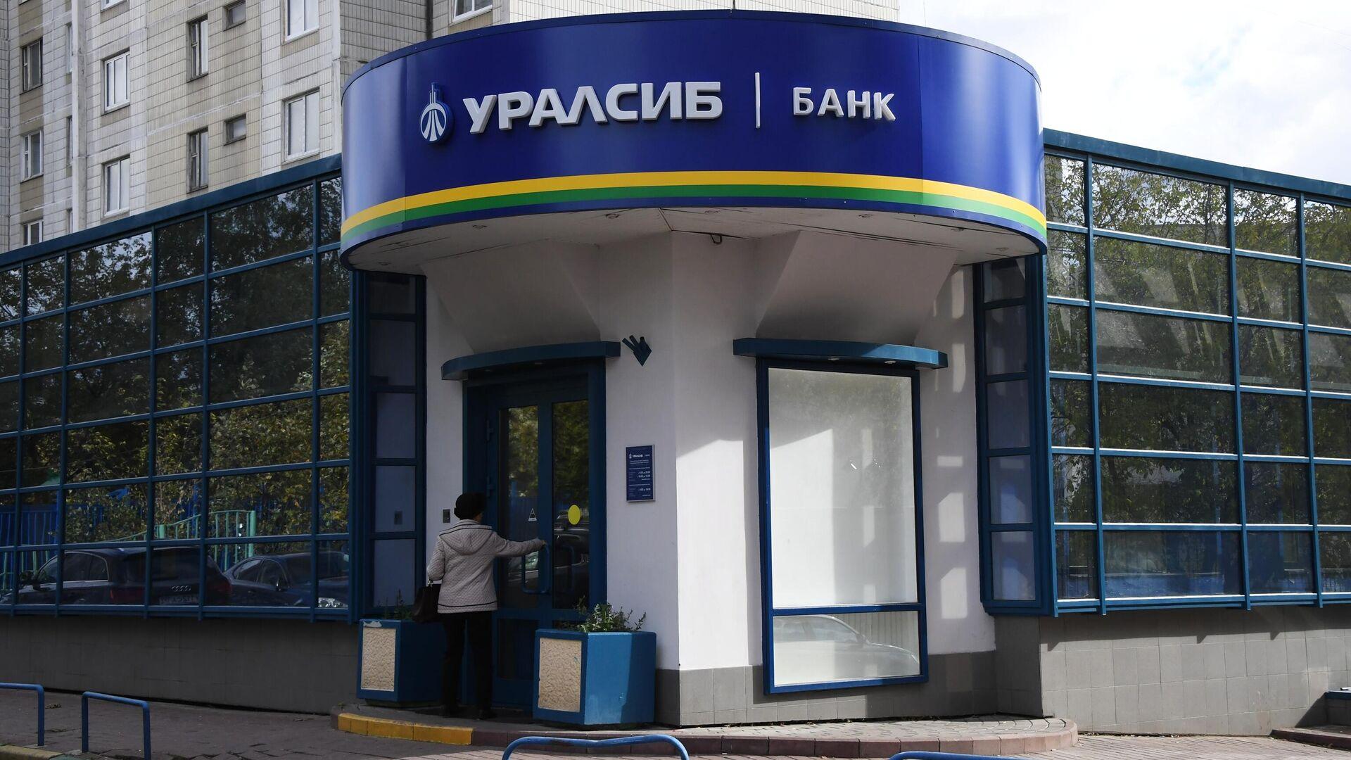 Акции Московский кредитный банк RU000A0JUG31, CBOM график ...