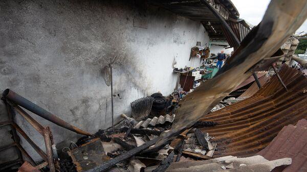 Поврежденный дом в результате обстрелов по общине Иванян Нагорного Карабаха