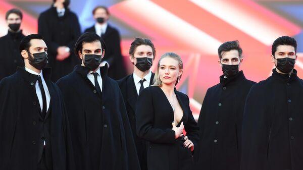 Актриса Оксана Акиньшина на красной дорожке перед церемонией открытия 42-го Московского Международного кинофестиваля (ММКФ) в Москве