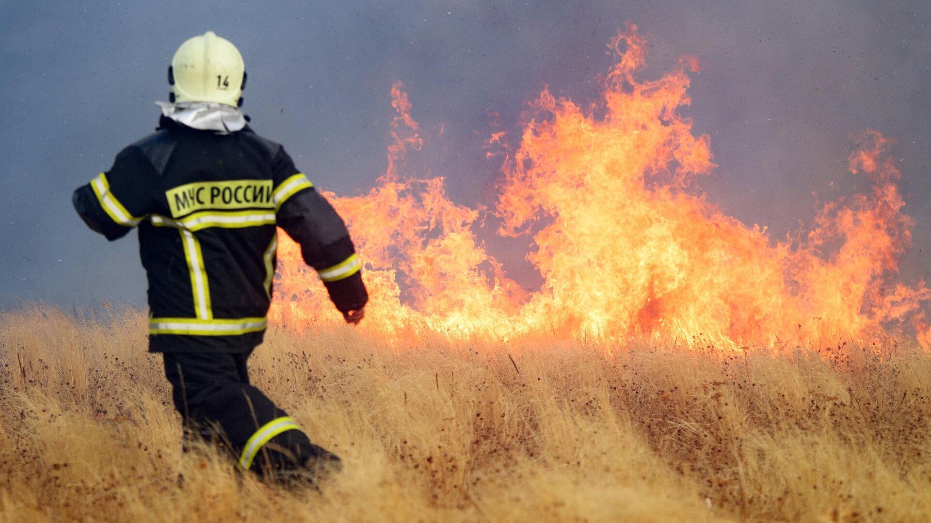 Свыше 100 приморских пожарных отправились на помощь в Якутию