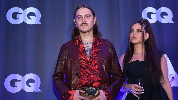 Участники группы Little Big Софья Таюрская и Илья Прусикин перед началом финального этапа голосования премии Человек года по версии журнала GQ в Москве.