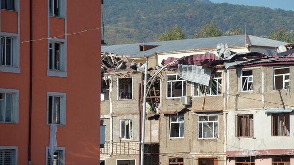 Жилые многоквартирные дома, пострадавшие в результате обстрела Степанакерта в Нагорном Карабахе