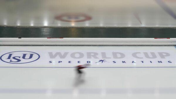 Логотип Международного союза конькобежцев (ISU)