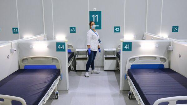 Палата во временном госпитале для пациентов с COVID-19 на территории выставочного центра Сокольники в Москве