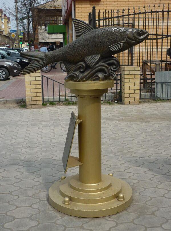 Памятник Вобла-кормилица в Астрахани