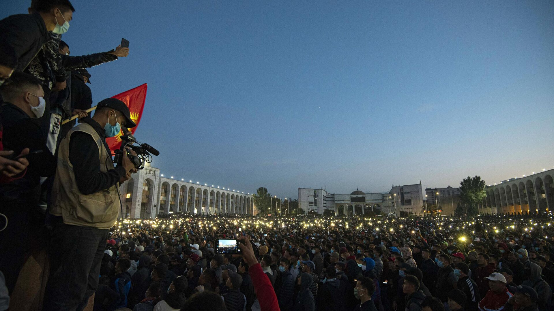 Участники акции протеста в Бишкеке - РИА Новости, 1920, 06.10.2020