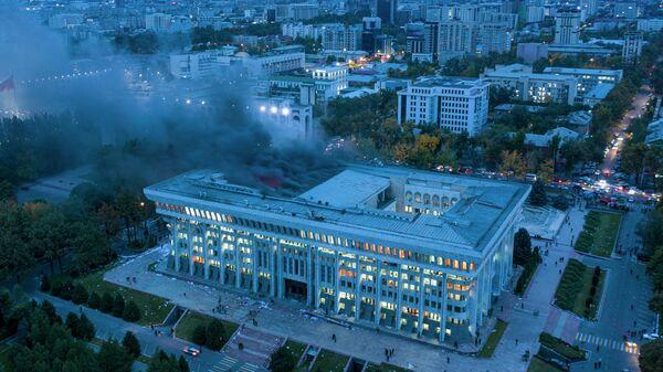 Последствия штурма протестующими здания Белого дома в Бишкеке