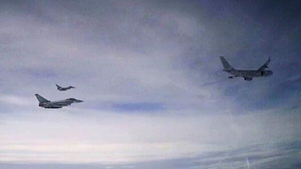 Британские самолеты, перехваченные российским Су-27 в небе над акваторией Черного моря