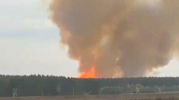 Кадры крупного пожара на складе боеприпасов под Рязанью