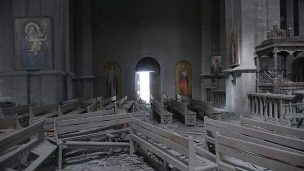 Попавший под обстрел собор Христа Всеспасителя (Казанчецоц) в карабахском Шуши попал
