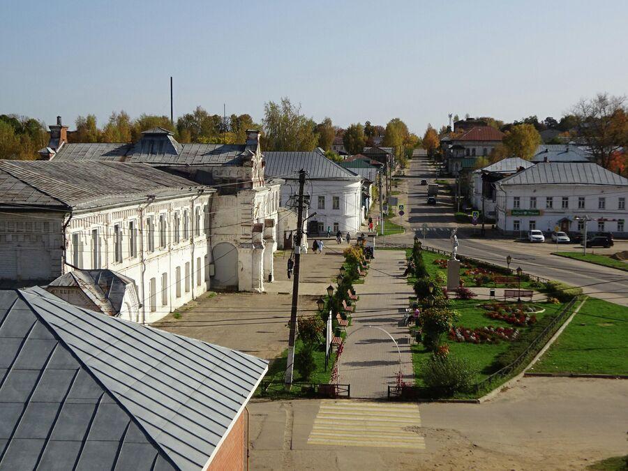 Вид на площадь с Соборной горы