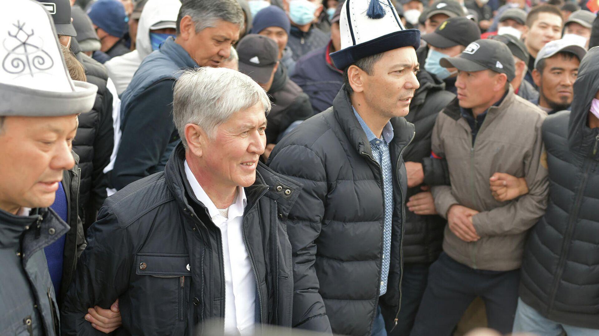 Экс-глава Киргизии Алмазбек Атамбаев на митинге в Бишкеке - РИА Новости, 1920, 28.10.2020
