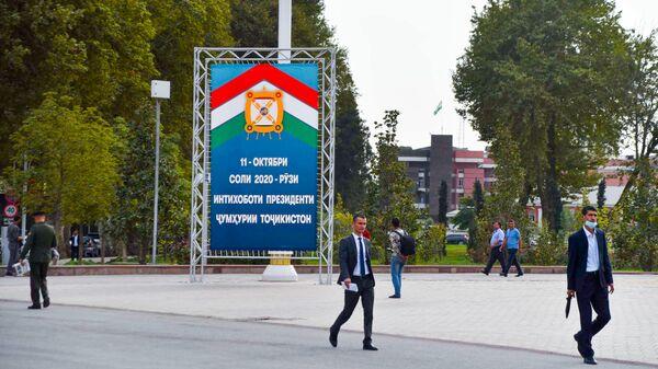Предвыборные агитационные плакаты в Душанбе