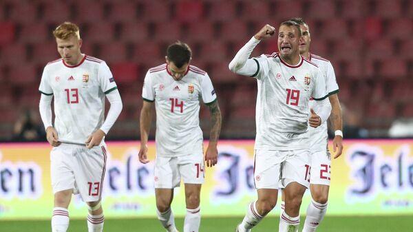 Футболисты сборной Венгрии радуются голу