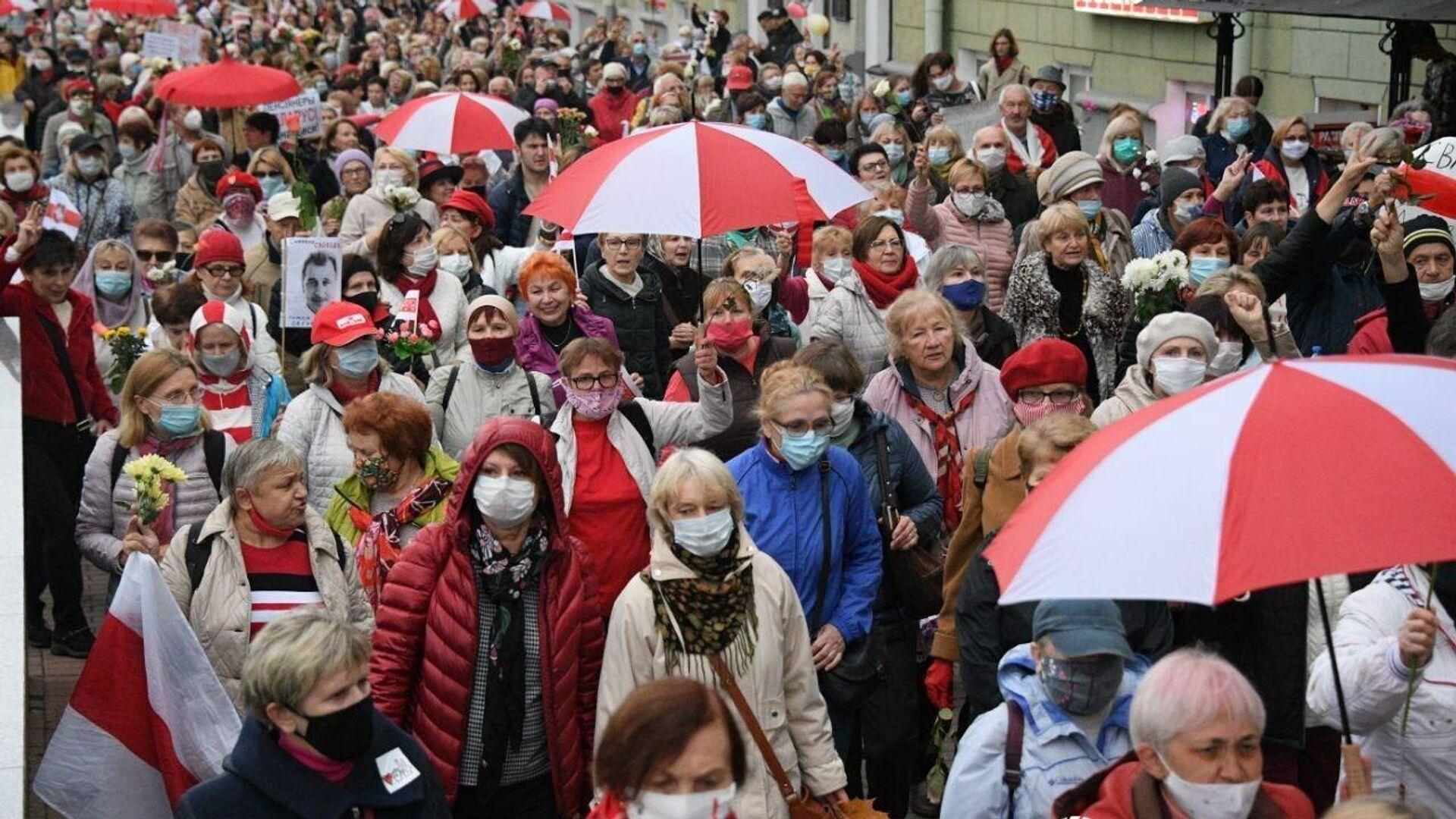 Колонна протестующих на проспекте Независимости в Минске - РИА Новости, 1920, 12.10.2020