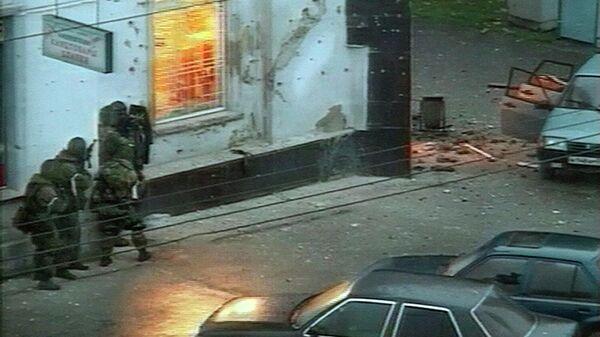 Спецназ во время операции по уничтожению террористов в городе Нальчик 13 октября 2005