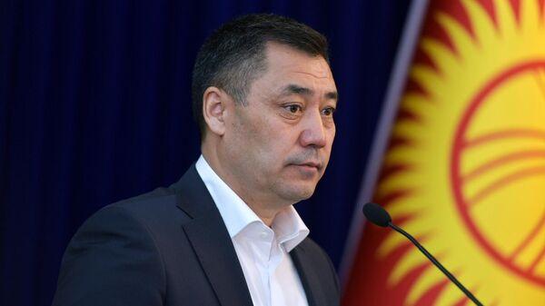 Новоизбранный премьер-министр Садыр Жапаров на внеочередном заседании парламента Киргизии