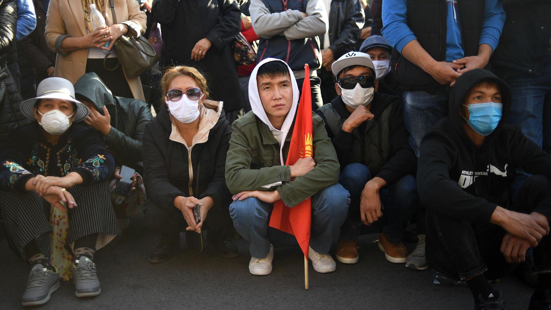 Участники митинга на Старой площади в Бишкеке - РИА Новости, 1920, 15.10.2020
