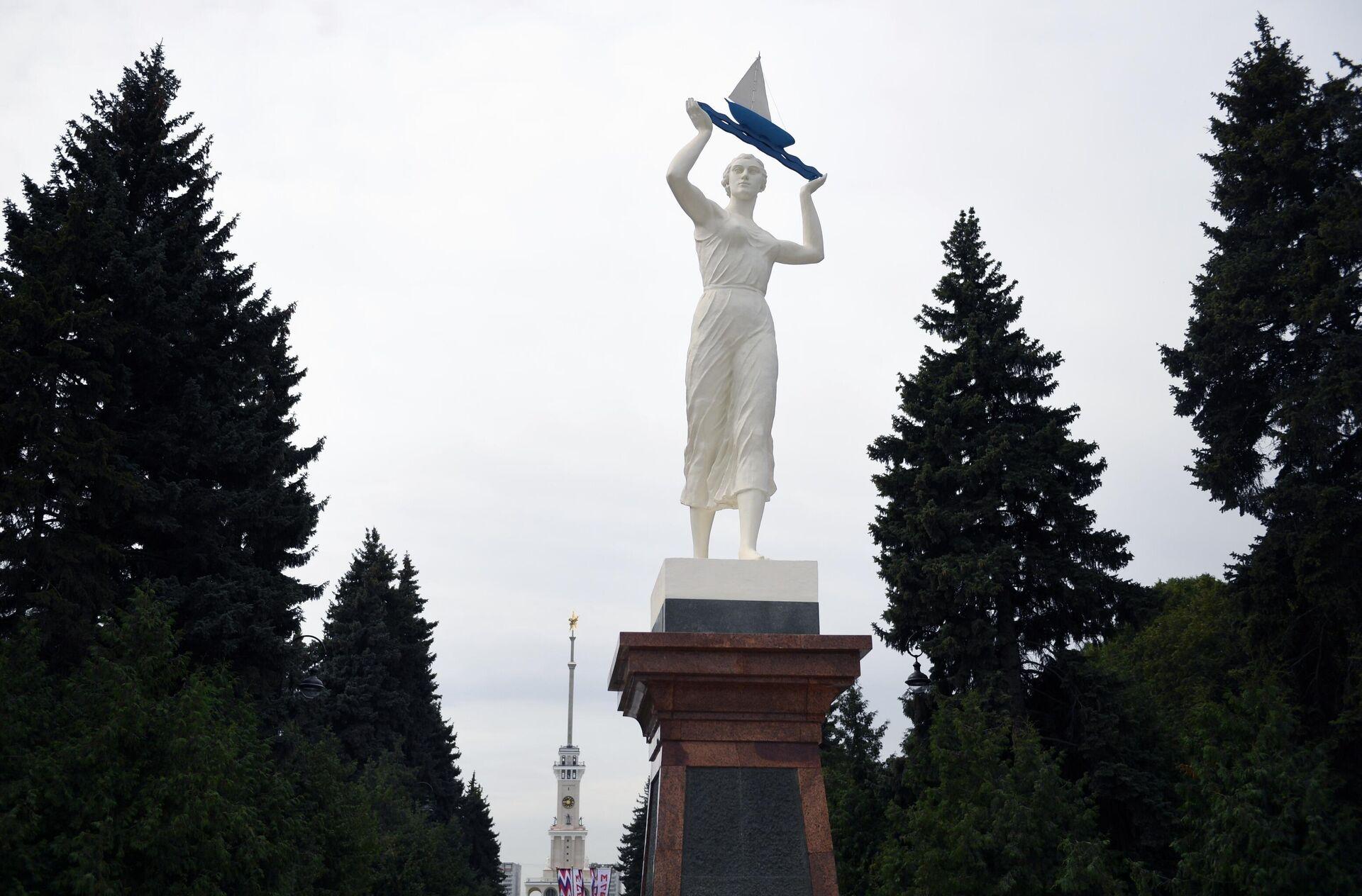 Скульптура Водный путь после реставрации - РИА Новости, 1920, 14.10.2020